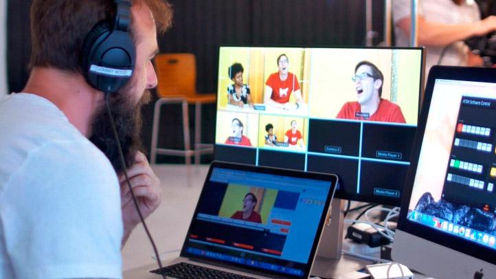 Tus piezas de vídeo en directo para Facebook Live pueden tener toda la riqueza de producción que desees -recuerda, la clave es ofrecer un contenido exclusivo y de calidad que enganche a tus seguidores y les impulse a la participación activa